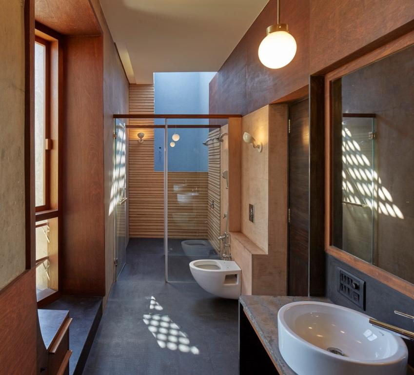 The Shadow House / Samira Rathod Design Associates