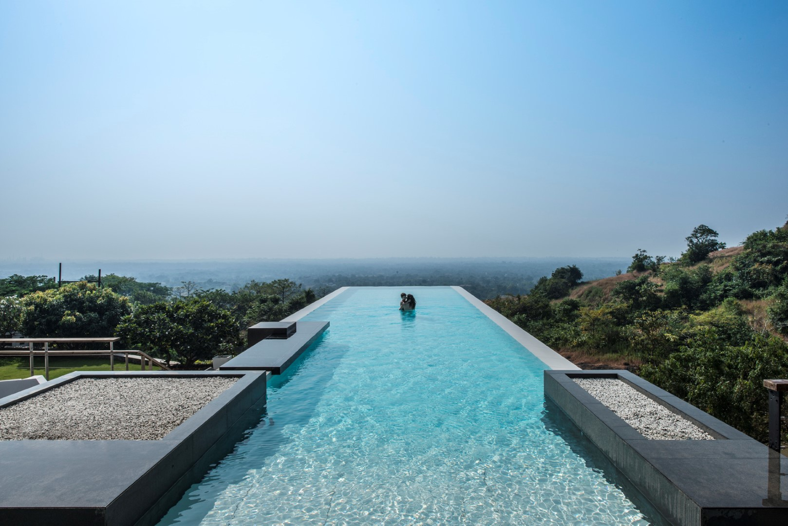 infinity pool house to offer an experience in an urban context of mumbai shroffleon designs. Black Bedroom Furniture Sets. Home Design Ideas