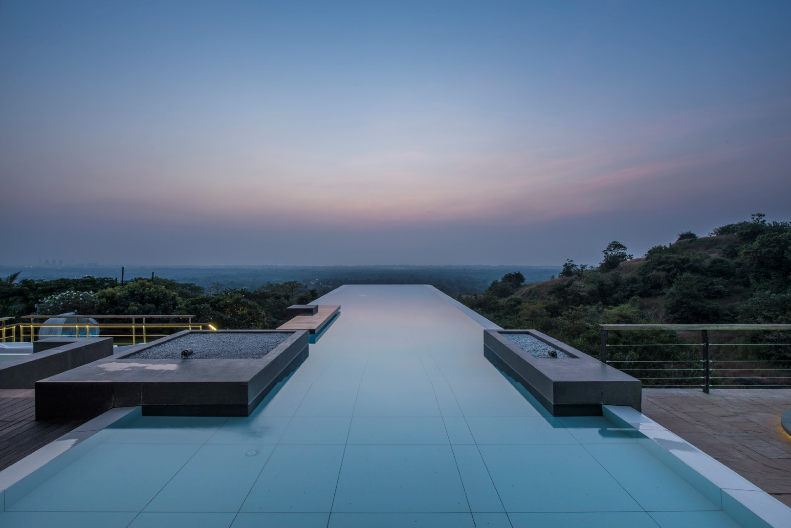 infinity pool house. Contemporary House In Infinity Pool House