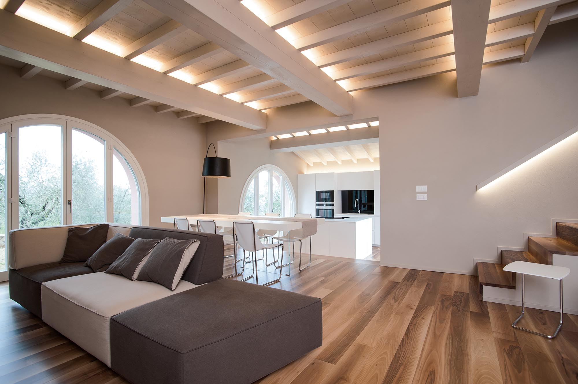 Minimal interior of villa rachele biancalani for Appartamenti di design