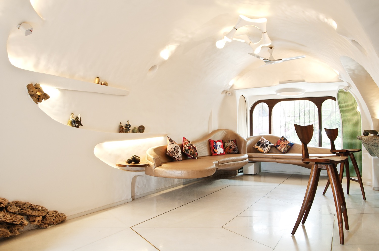 Organic style home in the suburbs of mumbai the white room
