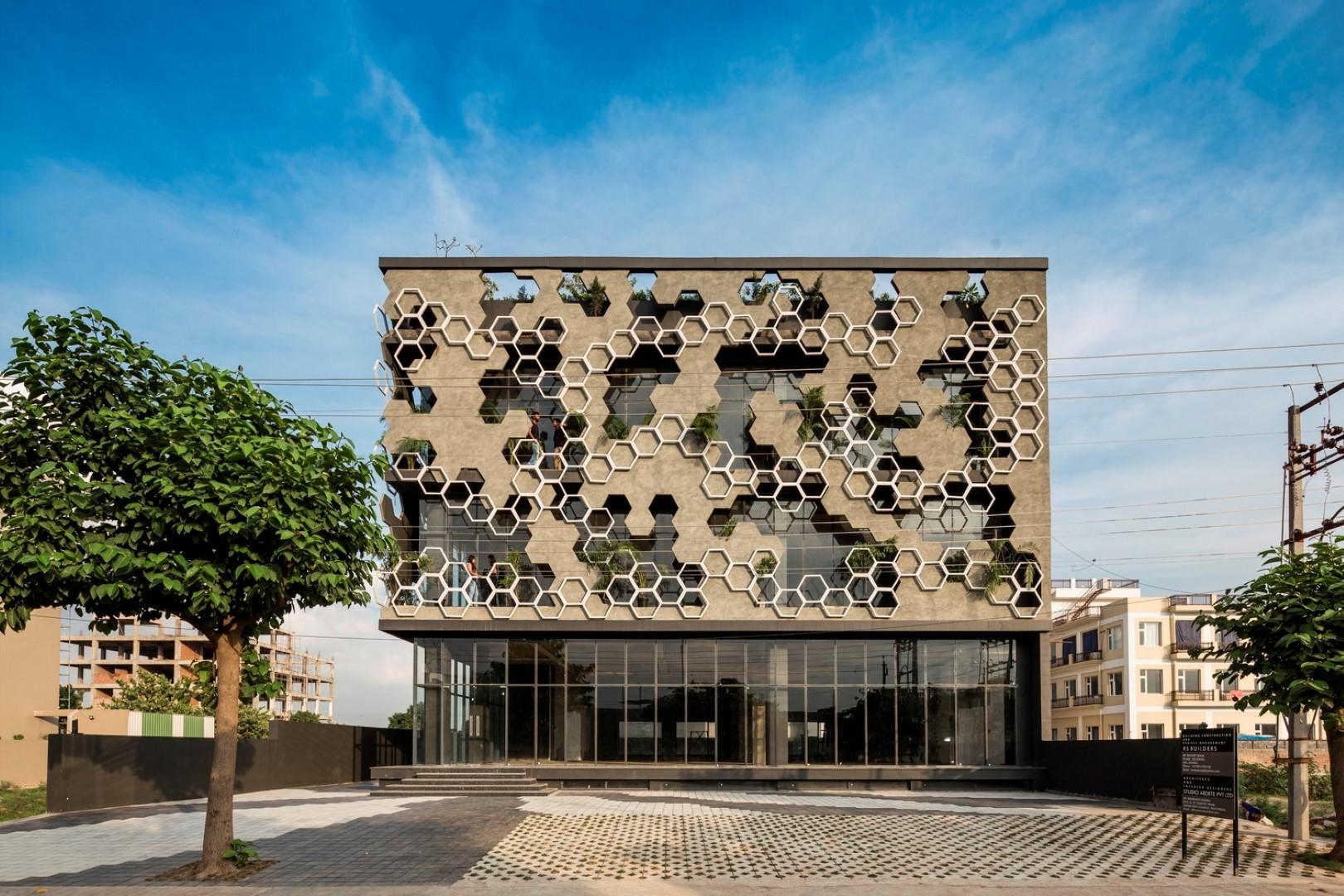 Hexagonal Facade Design Emerged as a Buffer of Stratifying ...