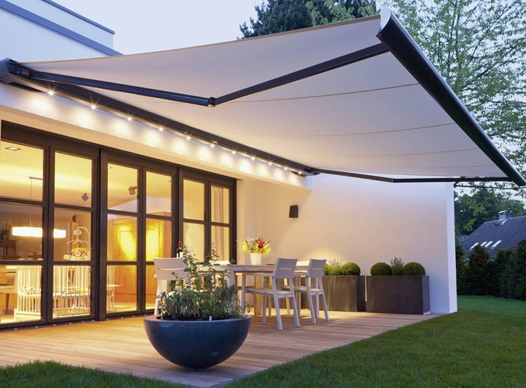 etractable outdoor awnings