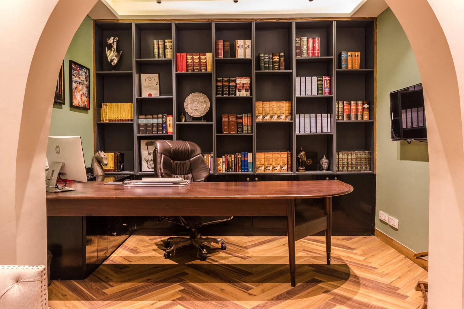 Vintage Style Advocate S Office Interior Karan Aakriti Interior Design The Architects Diary