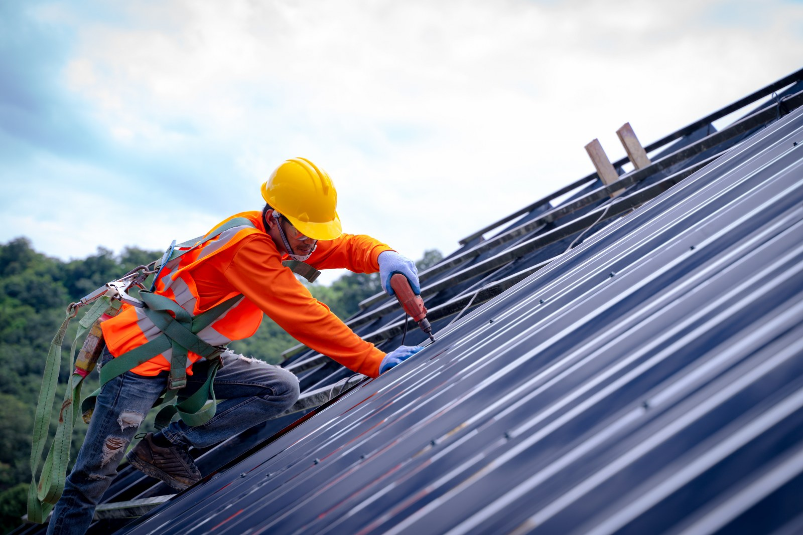 5 Reasons You May Need To Hire A Metal Roofing Contractor - The Architects  Diary